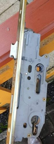 Schüring zárközép kilincsfelhúzós és kulcsműködtetésű kivitelben