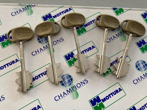 52771 típusú tollas kulcsos Mottura zár, 5 kulccsal